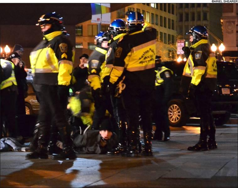 OCCUPY_BOSTON_RAID_POLICE.jpg